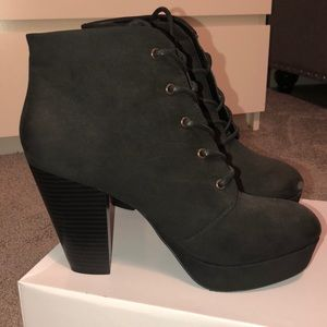 Short heeled combat boots